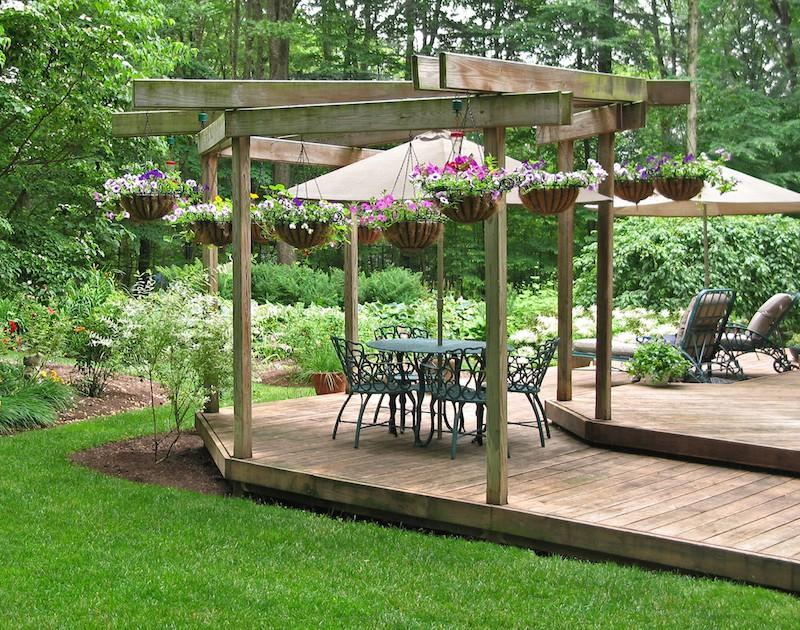 Garden decking ideas sizes and shapes materials for Garden ideas decking designs